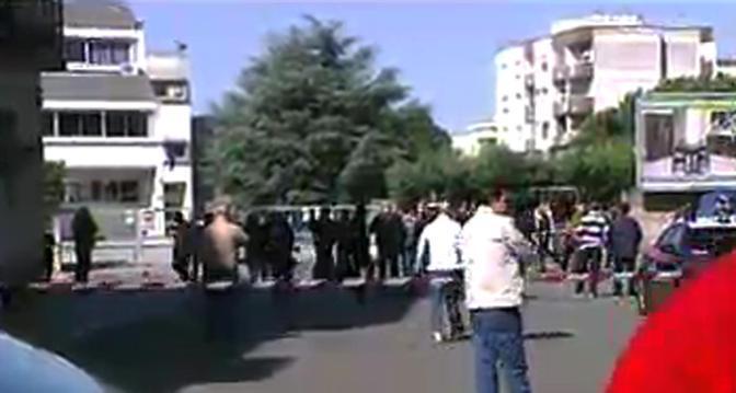 Le prime immagini dell'area di Brindisi dove è esplosa la bomba che ha ucciso una sedicenne e ferito altri sette ragazzi (Ansa)