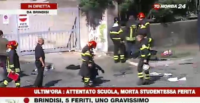 I vigili del fuoco davanti alla scuola Morvillo Falcone (Ansa)