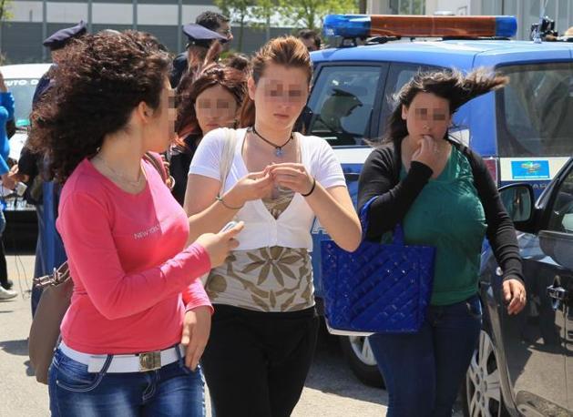 Studentesse della scuola Morvillo-Falcone (Ansa)