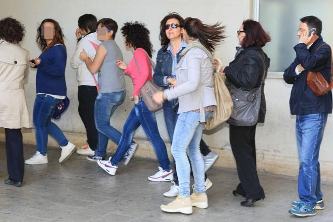 Studentesse e insegnanti della scuola Morvillo-Falcone (Ansa)