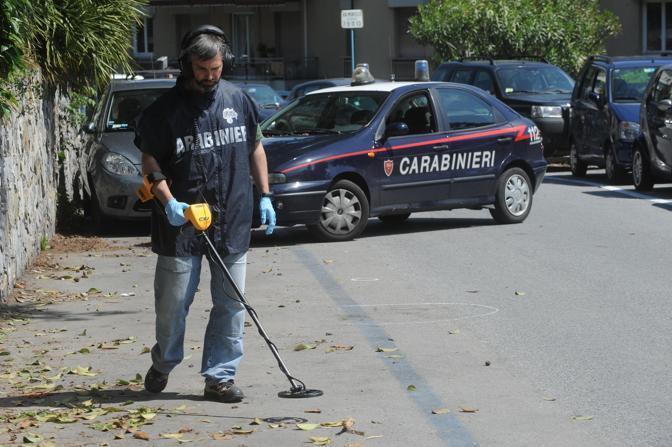 I Carabinieri della scientifica al lavoro (Ansa)