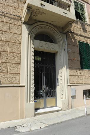 Il palazzo in cui abita Roberto Adinolfi (Ansa)