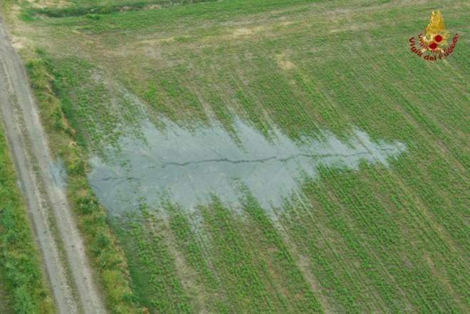 Sono stati raccolti campioni di terreno e sono state fatte analisi sui fluidi presenti nei pozzi, raccolte numerose immagini (foto vigili del fuoco)