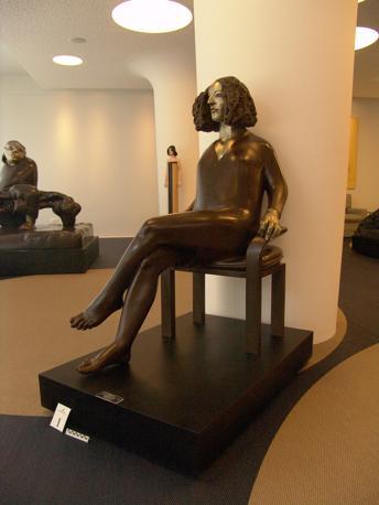 Le sculture e i quadri del valore di un milione e mezzo di euro sequestrati a un imprenditore fiorentino indagato per un giro di fatture false per appalti costruzioni per il G8 alla Maddalena (Guardia di Finanza)