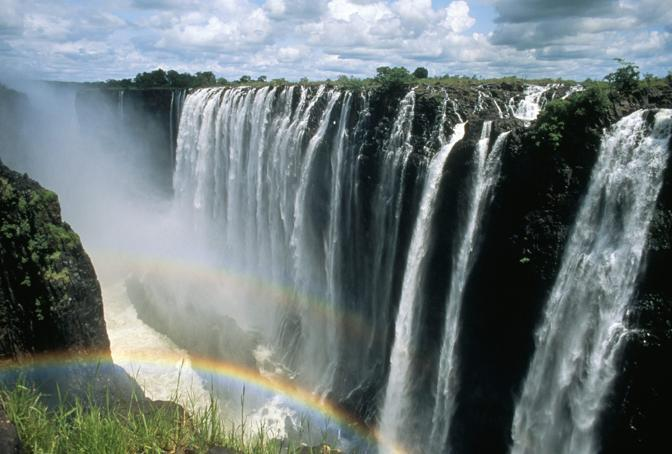 Le cascate Vittoria  lungo il corso del fiume Zambesi al confine tra Zambia e  Zimbabwe (Olycom)