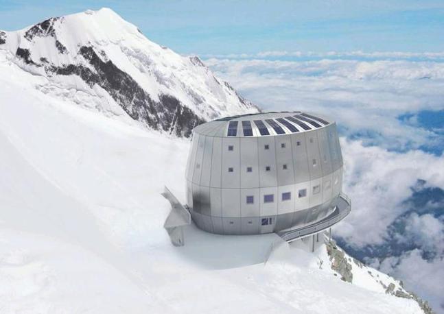 È possibile prenotare solo su internet, attraverso due siti: uno per agenzie e guide, l'altro per singoli alpinisti