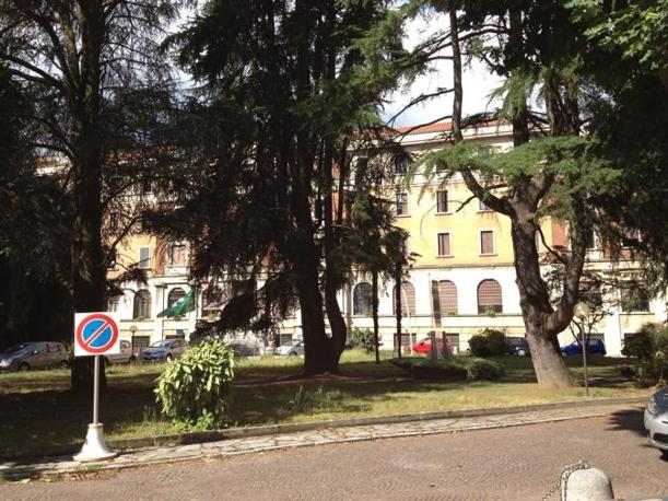 Fino al 2007 il cardinale ha vissuto a Gerusalemme, poi il rientro in Italia quando si era stabilito in provincia di Varese