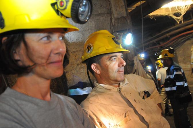 Gli operai si sono asserragliati a 373 metri di profondit portando con se anche dell esplosivo (Controluce)