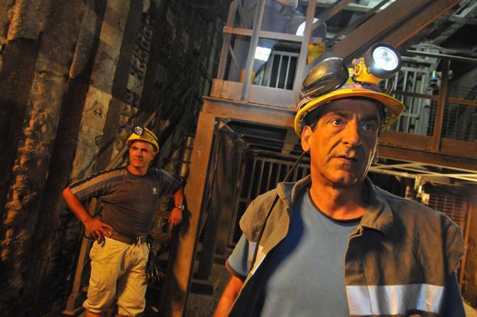 Protestano per convincere il Governo a sbloccare il progetto di rilancio della miniera con la produzione di energia pulita (Controluce)