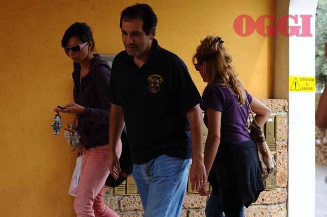 Undici anni dopo il delitto di Novi Ligure, Erika De Nardo ha incontrato il padre Giuseppe e Francesca, la compagna di lui, nella sua casa di Lonato (Brescia). Le foto sono un'esclusiva del settimanale Oggi