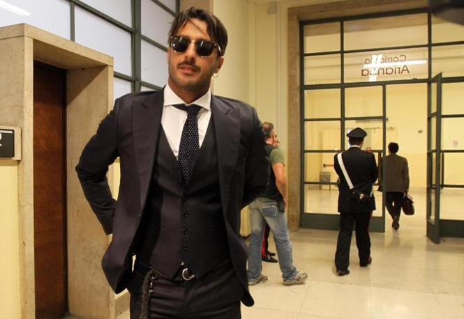 Fabrizio Corona in tribunale a Milano per l'udienza presso il tribunale di sorveglianza per l'affidamento in prova ai servizi sociali  (Ansa)