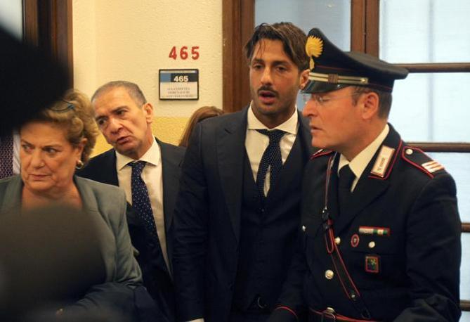 Fabrizio Corona in tribunale a Milano (Ansa)