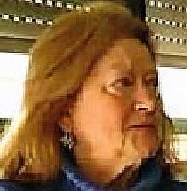 - L'hanno trovata morta nella stanza 448 dell'Hotel 7 mari di Bari. Antonia Azzolini, 66 anni, è stata strangolata il 7 di gennaio. All'alba del giorno dopo il mare ha restituito il corpo di un uomo su una spiaggia a nord della città: era suo marito Salvatore De Salvo, 64 anni. Per la loro storia una certezza e due ipotesi: la certezza riguarda il loro stato di povertà da quando lui aveva perso il lavoro, 7 anni fa. Le due ipotesi sono invece investigative: un omicidio suicidio, come si è pensato in un primo momento, oppure (come si è ipotizzato poi) un duplice suicidio programmato dai due che, in condizioni di indigenza, sentivano di aver perduto anche la dignità.
