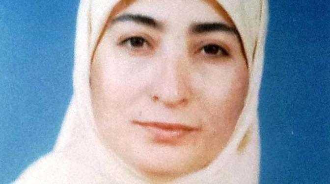 - Strangolata dal marito Hassane Jendari che prima l'ha soffocata e poi ha nascosto il corpo di Raakida avvolto in sacchi per l'immondizia sotto il letto. Jendari si è poi costituito in Francia