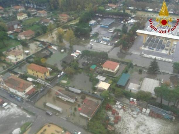 Una veduta aerea dei danni provocati dal maltempo a Massa Carrara  (Ansa/Ufficio stampa Vigili del Fuoco)