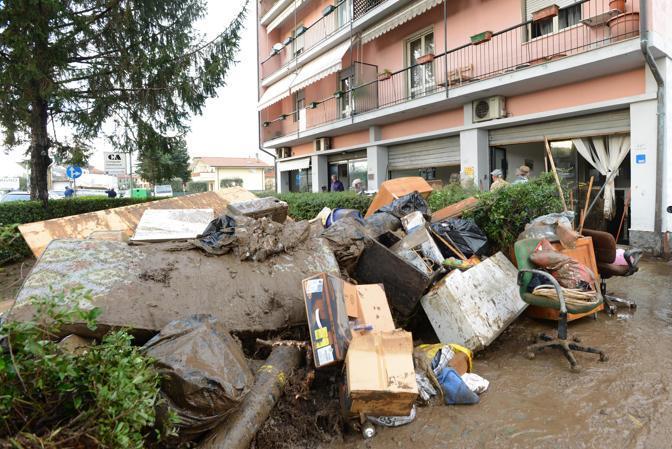 Una immagine del maltempo e della conseguente evacuazione a Ortonovo (Ansa/Delle Lucche)