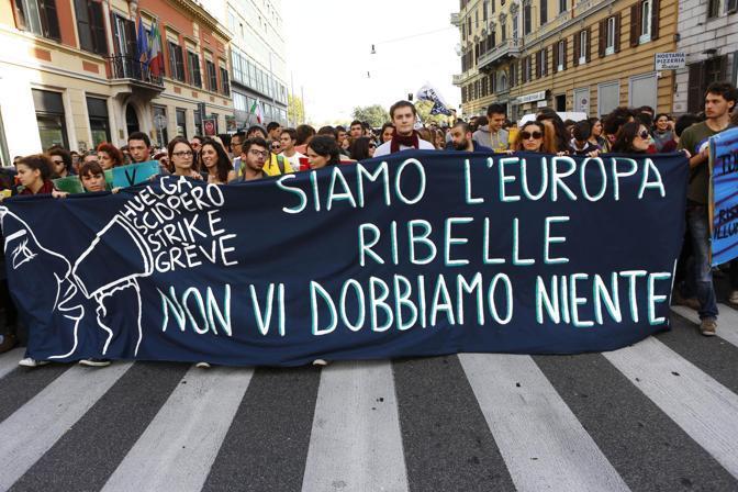 Roma, la manifestazione degli studenti (Ansa/ Minella)