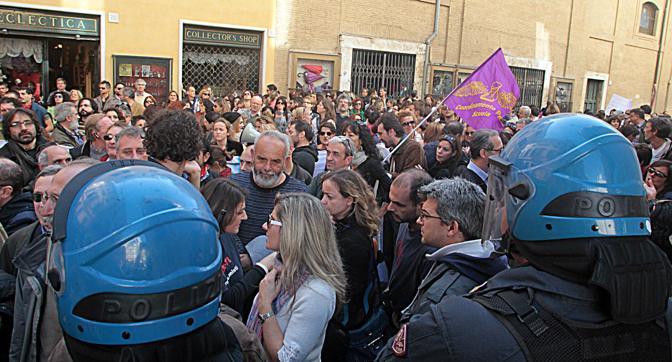 Roma, il corteo cerca di raggiungere Montecitorio  (Ansa/Campana)