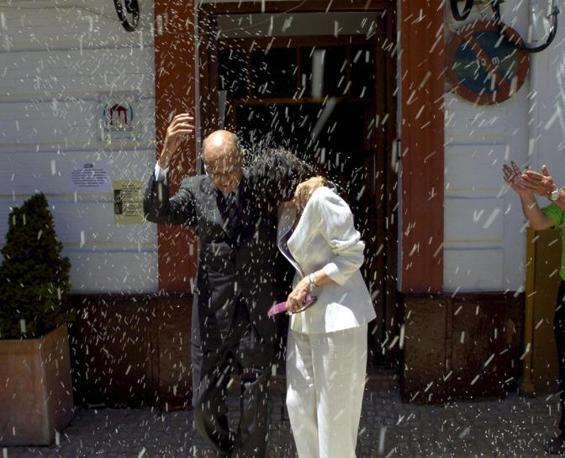 Il matrimonio con la giornalista spagnola Pila del Rio (Ansa/Epa)