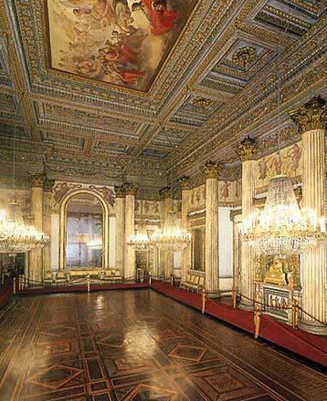 Mostra su «Vittorio Emanuele II, Il Re Galantuomo»: sala da ballo