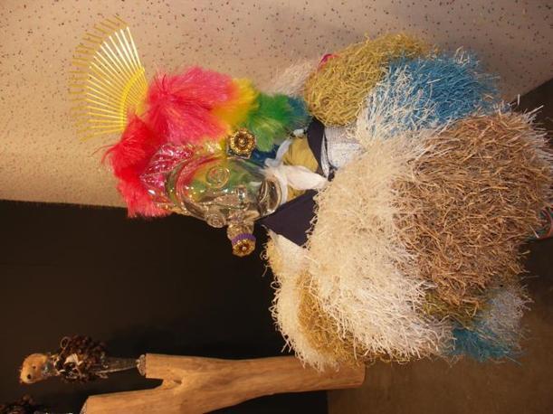Uno degli idoli di vetro di Pascale Marthine Thayou