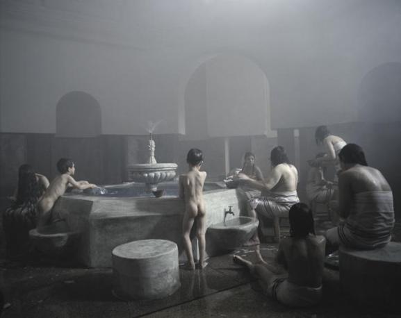 Shirin Neshat Donne senza uomini, still da Zarin, 2005, (Gladstone Gallery, New York)
