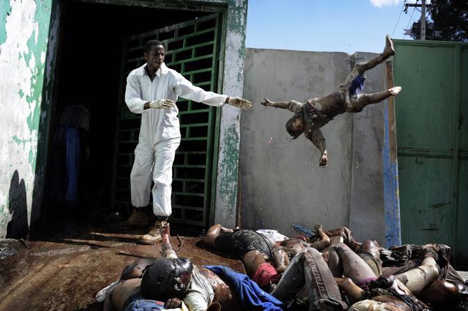 Haiti, dopo il terremoto - Foto di Olivier Laban-Mattei (Francia), vincitore nella categoria «Stories General News»