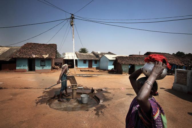 Il villaggio di Bengopali, la raffineria Vedanta è stata costruita accanto al villaggio (