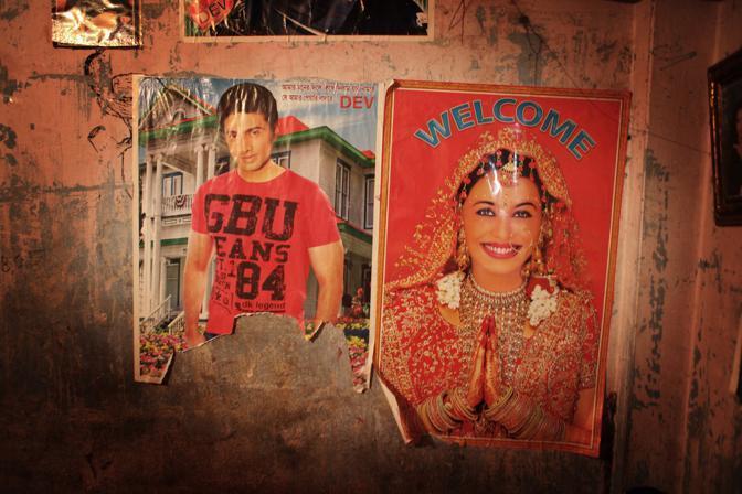 Interno di una stanza di una prostituta nel bordello al centro della città di Faridpur (Foto Luigi Baldelli/Ag. Parallelozero)