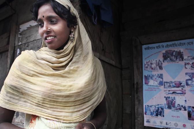 Una giovane prostituta nel bordello nell?isola di Baniashanta (Foto Luigi Baldelli/Ag. Parallelozero)