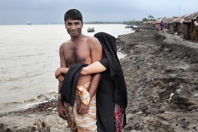 Una prostituta con il suo cliente nel bordello sull?isola di Baiashanta (Foto Luigi Baldelli/Ag. Parallelozero)