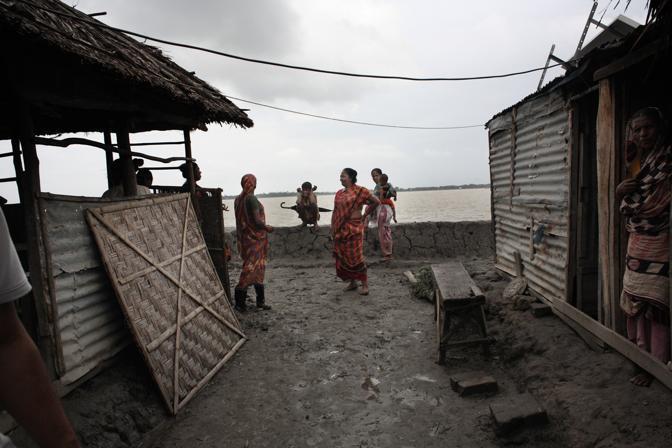 Prostitute del bordello sull?isola di Baiashanta (Foto Luigi Baldelli/Ag. Parallelozero)
