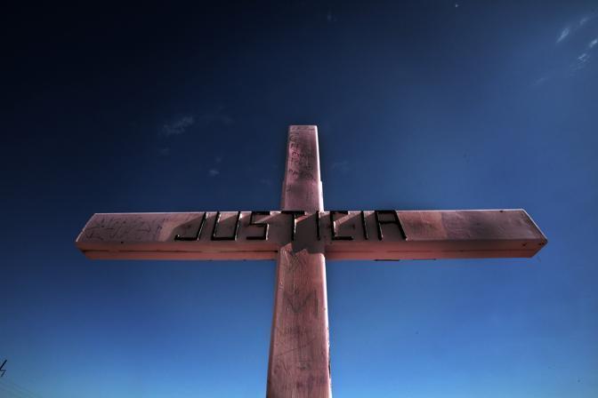 La croce, monumento simbolo che ricorda le donne vittime del femminicidio a Ciudad Juarez (Luigi Baldelli/Parallelozero)