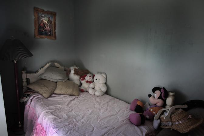 La camera da letto di Monica, sparita due anni fa all'età di 18 anni, vittima del fenomeno del femminicidio (Luigi Baldelli/Parallelozero)