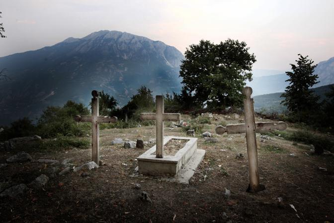 Croci sulle montagne di Trpoja, nord dell?Albania (Fotografie di Luigi Baldelli)