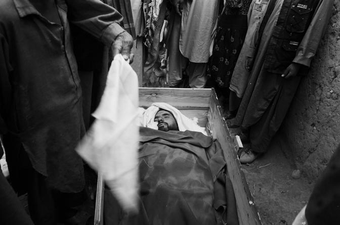 Valle del Panshir 2001, funerale di un mujaidin morto durante uno scontro a fuoco con i talebani