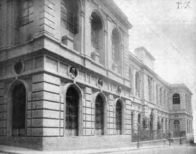 Il prospetto principale e l?ingresso su via Bellini dell?Accademia di Belle Arti a Napoli, 1888, foto d?epoca