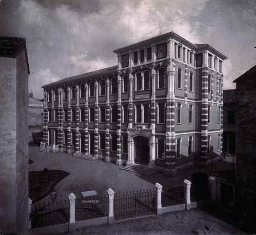 Le scuole elementari alla Reggia Carrarese a Padova (Camillo Boito), foto del 1883