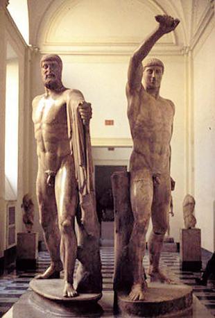 «I tirannicidi» Armodio e Aristogitone, Napoli, Museo archeologico. Copia romana di originale greco perduto (Wikimedia Commons)