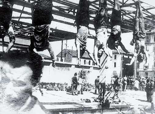 Mussolini e i suoi gerarchi esposti a piazzale Loreto