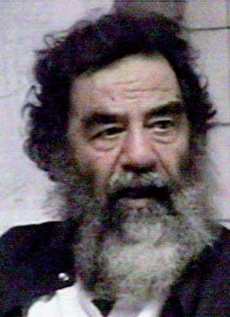 Saddam dopo la cattura: barba incolta e capelli lunghi