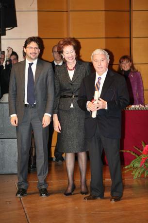 Sergio Bonelli riceve l'Ambrogino d'oro a Milano nel 2008(LaPresse)