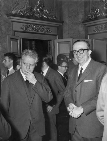 Giovanni Spadolini (direttore del Corriere della Sera dal 1968 al 1972) con il redattore Eugenio Montale (foto Rcs Quotidiani)