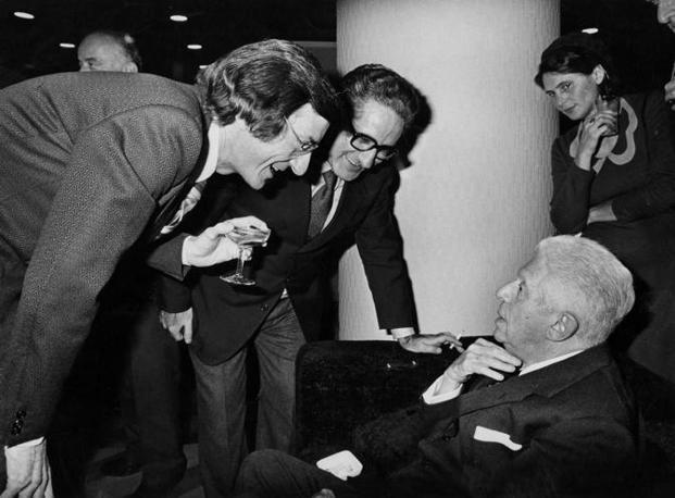 Carlo Lizzani e Giulio Nascimbeni  con Montale (foto Rcs Quotidiani)