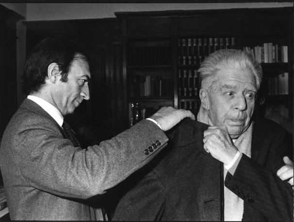 Piero Ottone con Eugenio Montale al Corriere della Sera (foto Rcs Quotidiani)