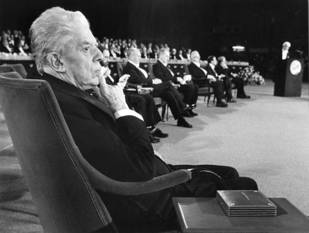 Dicembre 1975. Eugenio Montale alla cerimonia di consegna dei premi Nobel (Fondo Manoscritti di Pavia)
