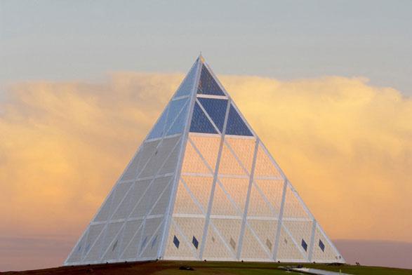Il Palazzo della Pace e della Riconciliazione di Astana, nel Kazakhstan, di Norman Foster