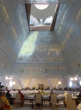 Norman Foster (1935), britannico, è un architetto esponente dello stile high-tech