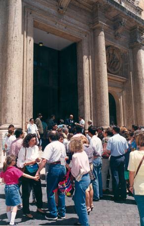 Montecitorio a porte aperte - folla in fila all'ingresso