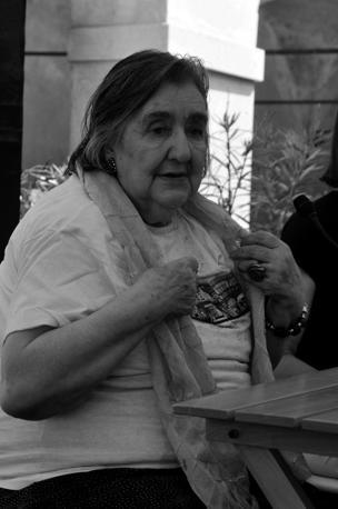 Cantrice del desiderio ma anche della sofferenza: a una delle voci più intense e vibranti della poesia contemporanea italiana, quella della poetessa milanese